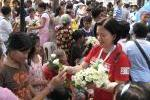 Flowers are given to the public.JPG